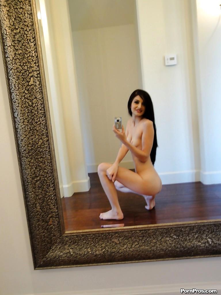 foto-striptiz-pered-zerkalom-bryunetki