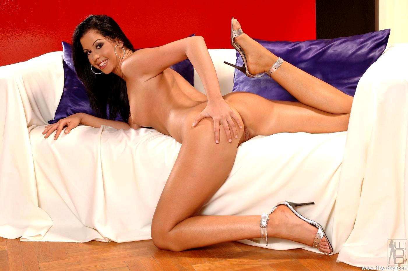 sexy naked miranda otto