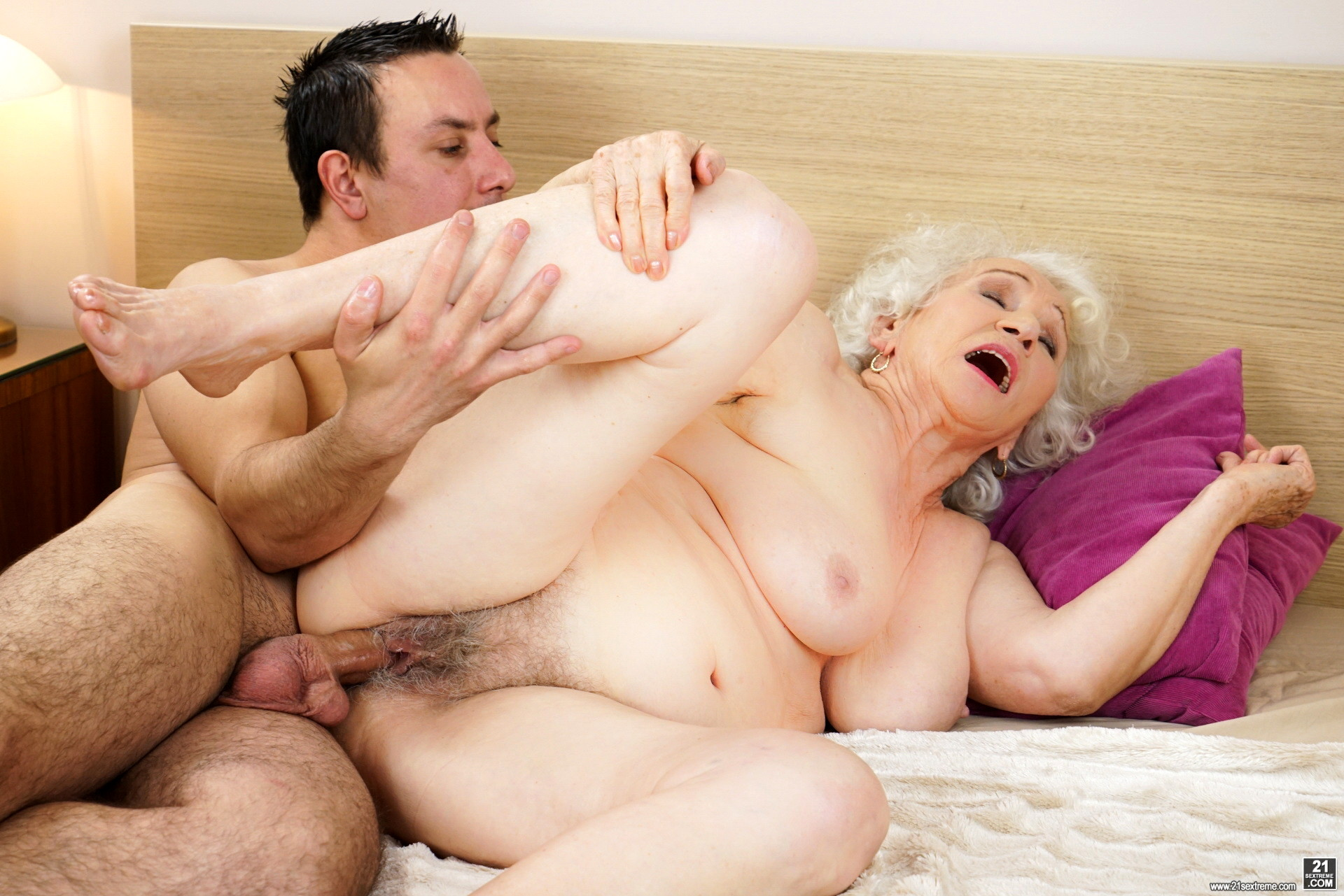 Old woman last fuck video