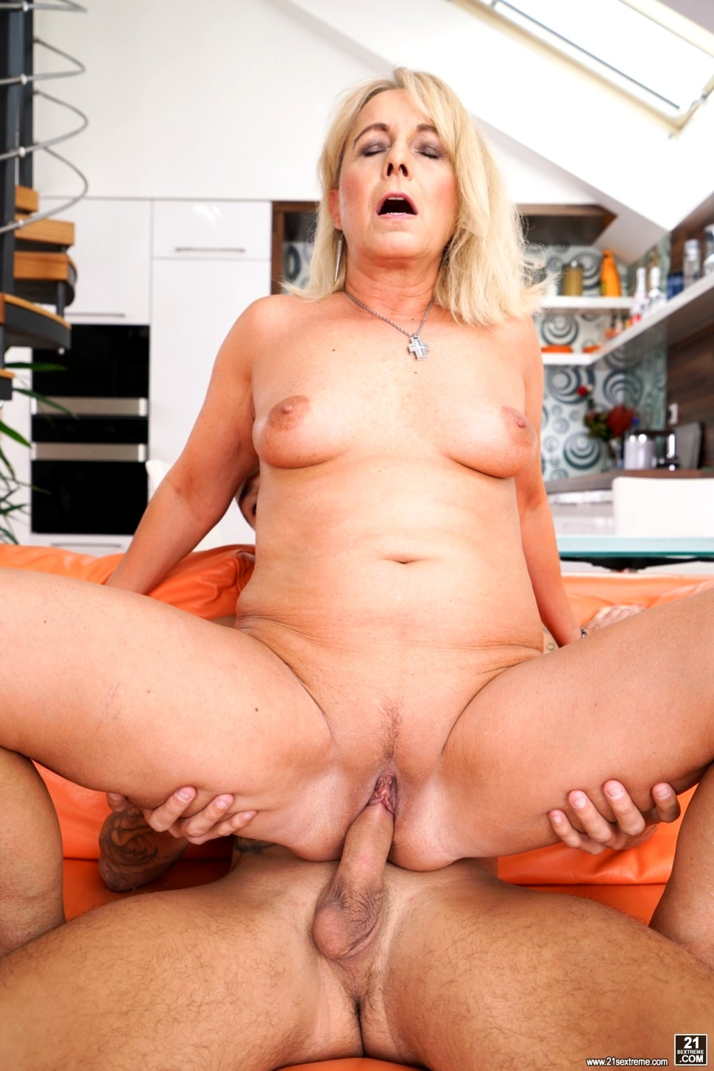 Mature babe jane nelle loves cock riding 2