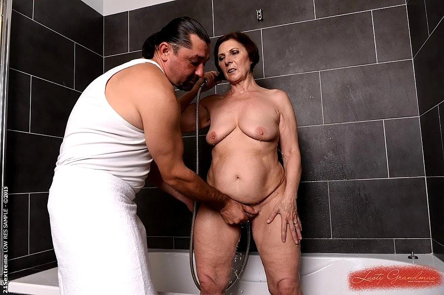 Free mature amateur shower sex videos — 11