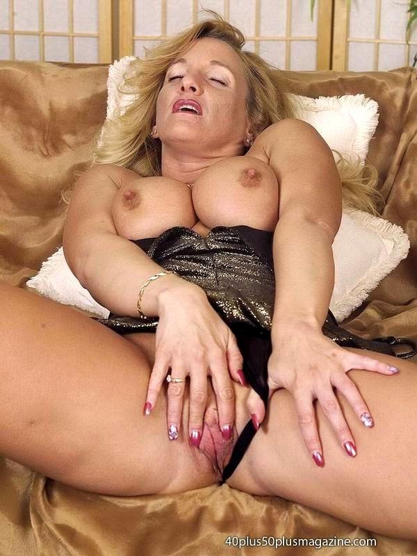 Miley cyrus fucks emily osment naked