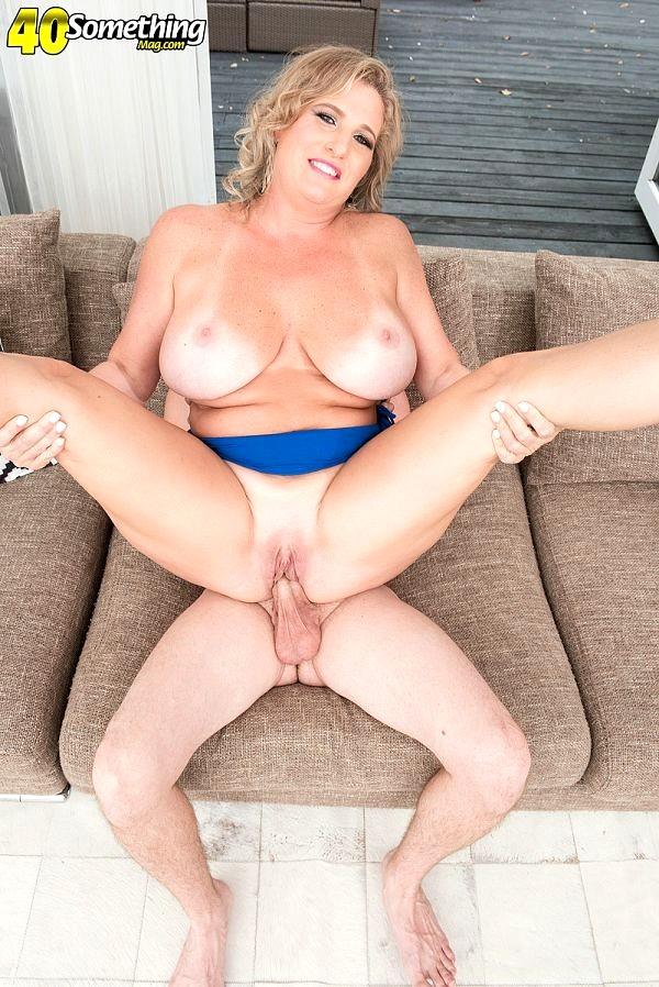 image European milf puma swede fingers her pussy in the jacuzzi