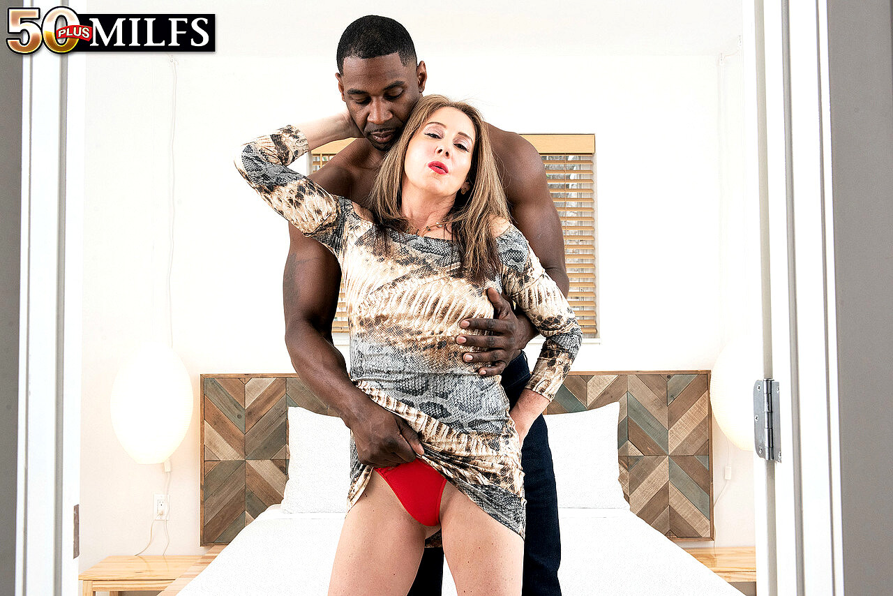 50 Plus Milfs Arianna Steele Fakes Skirt Hot Fack Sex Hd Pics-2110