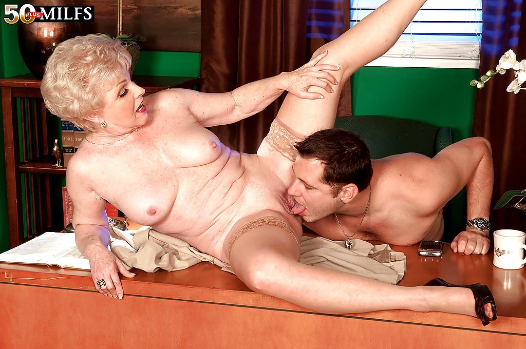 Порно бабуля заставила лизать 68802 фотография