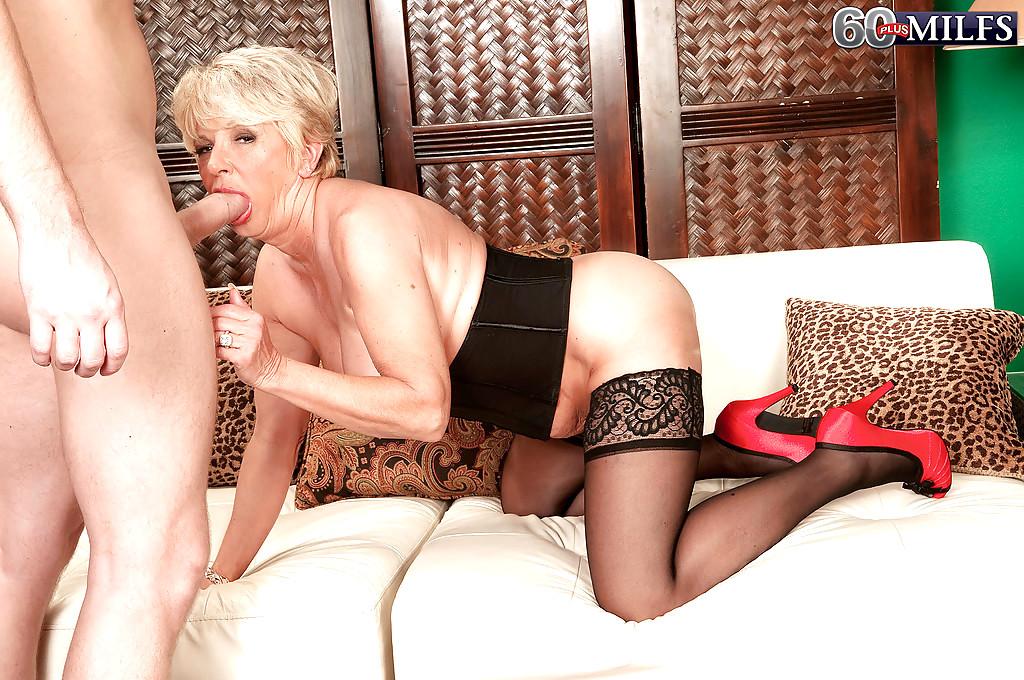 Русское порно сексуальная тетя в черных чулках 12