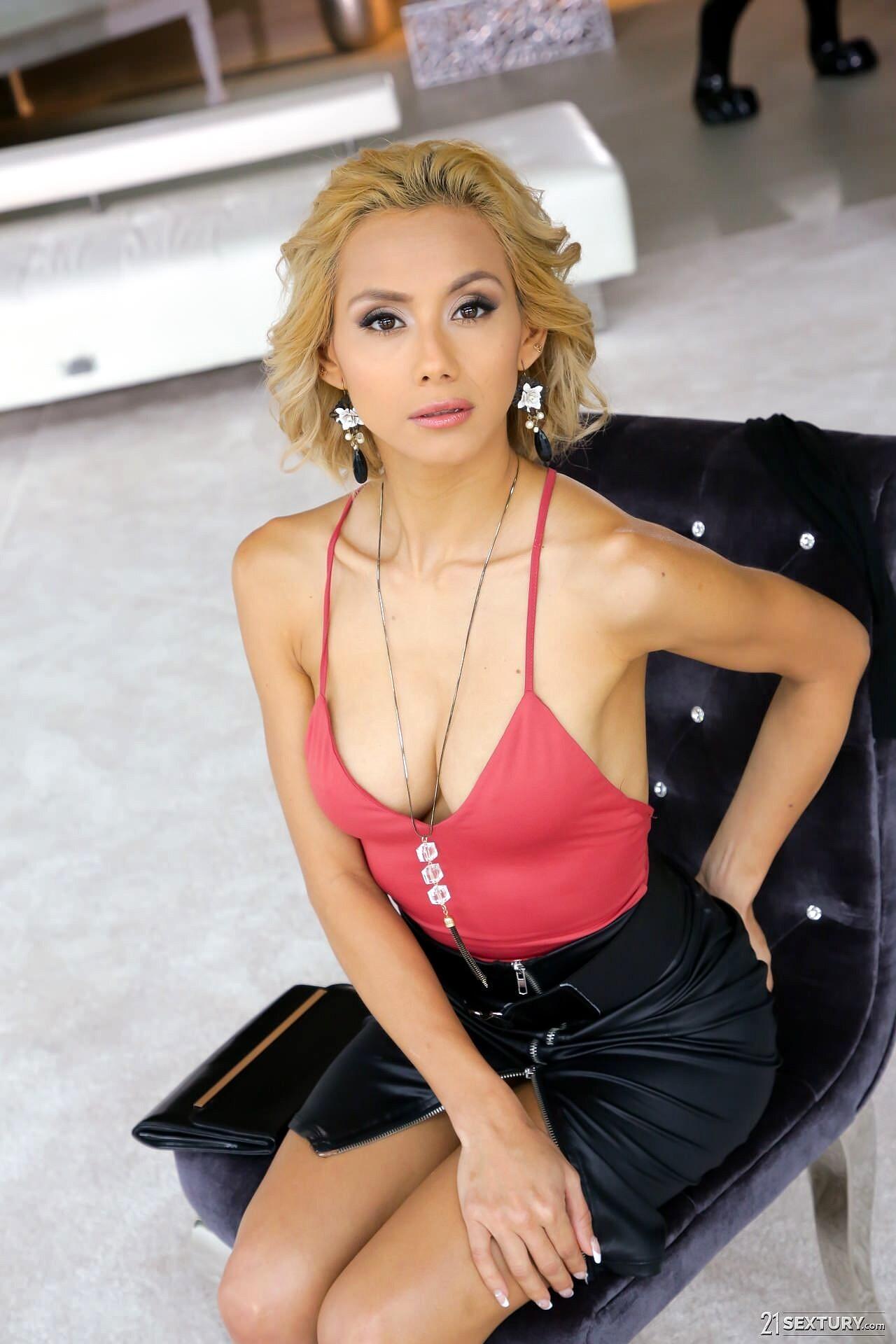 Veronica Leal