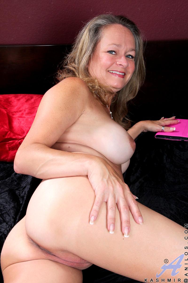image Busty kirsten price masturbates on the chair