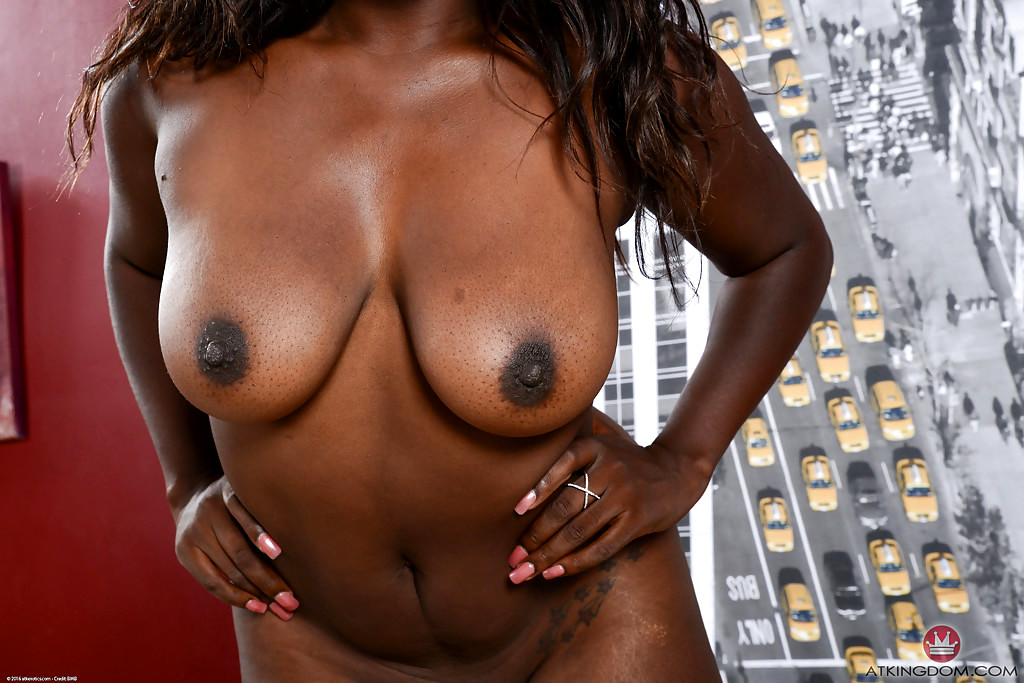 Lacii nicole and her friend laylynn share a white dick