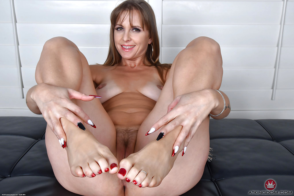 Hot Legs And Feet Satin Mom Foot Fetish Wife Sex HQ Pics