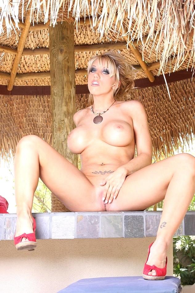 hot prison chicks nude