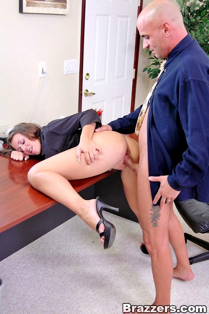 seks-v-ofise-prosmotr-onlayn