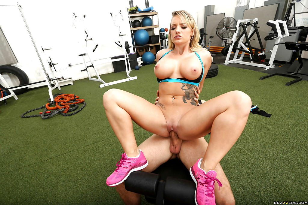 Fitnessrooms personal trainer with huge tits wet for firm gym babe