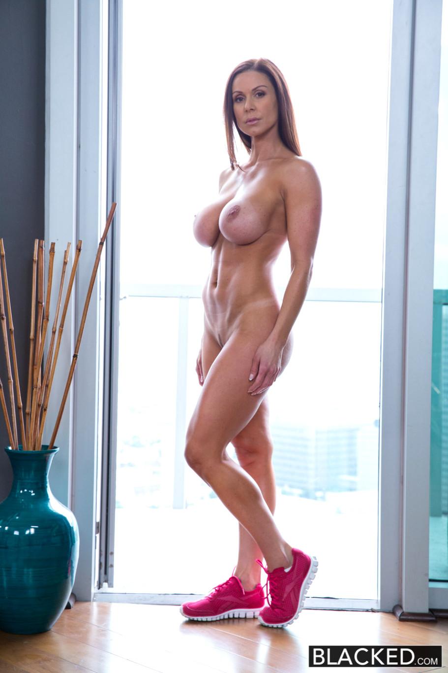 Naked skirt pussy