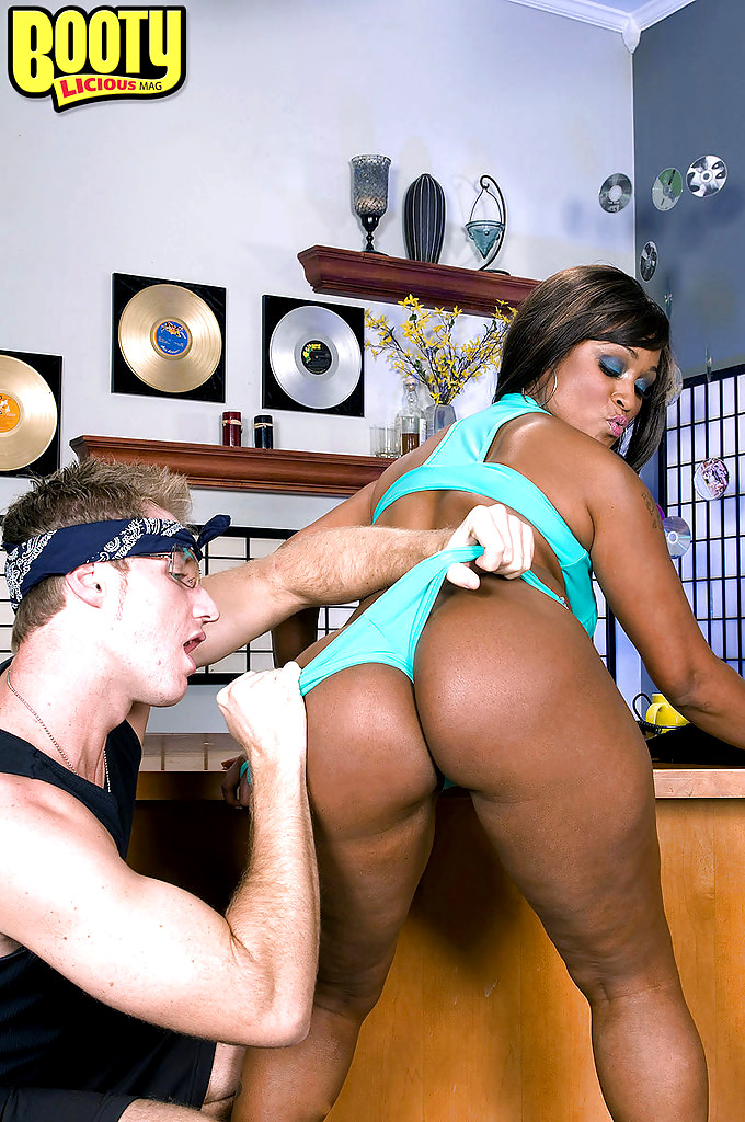 Ebony Mature Fucks White Guy