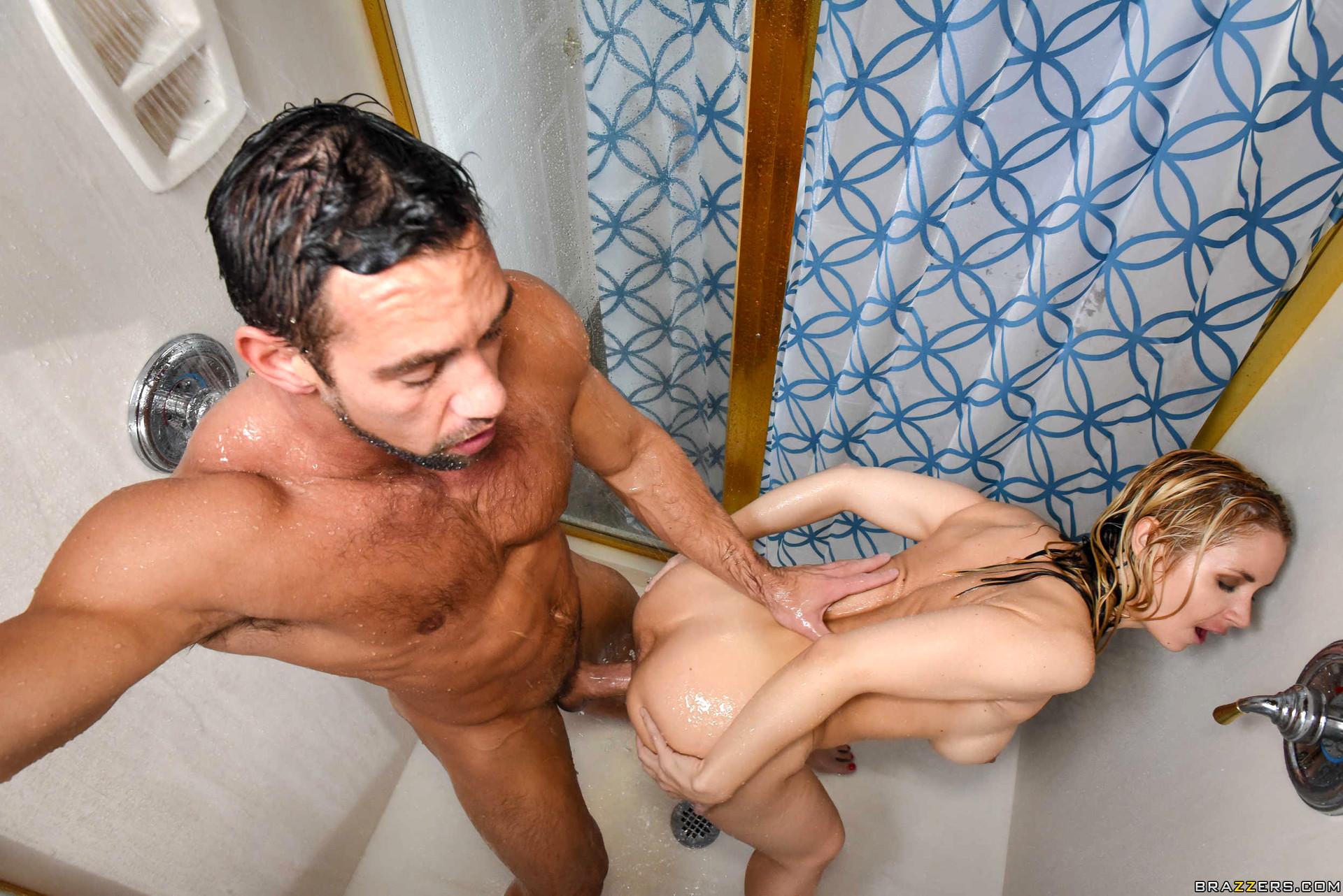 Порно изменила мужу в ванной