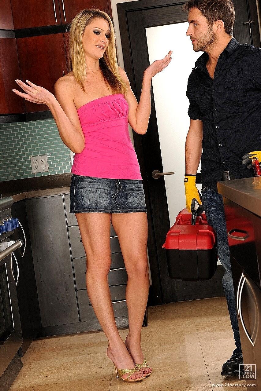 plumber fucks Horney housewife