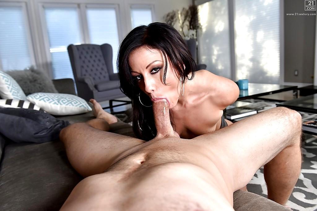 Sexy jennifer white blowjob