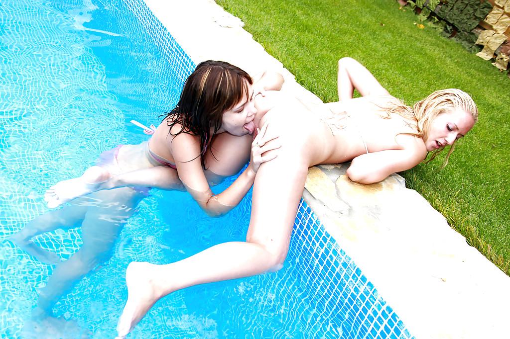 Hot Girls Swimming Get Naked