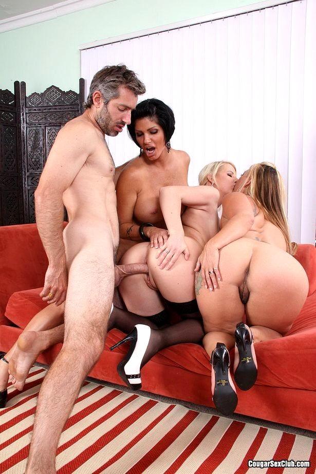Секс с тремя девушками по очереди 2