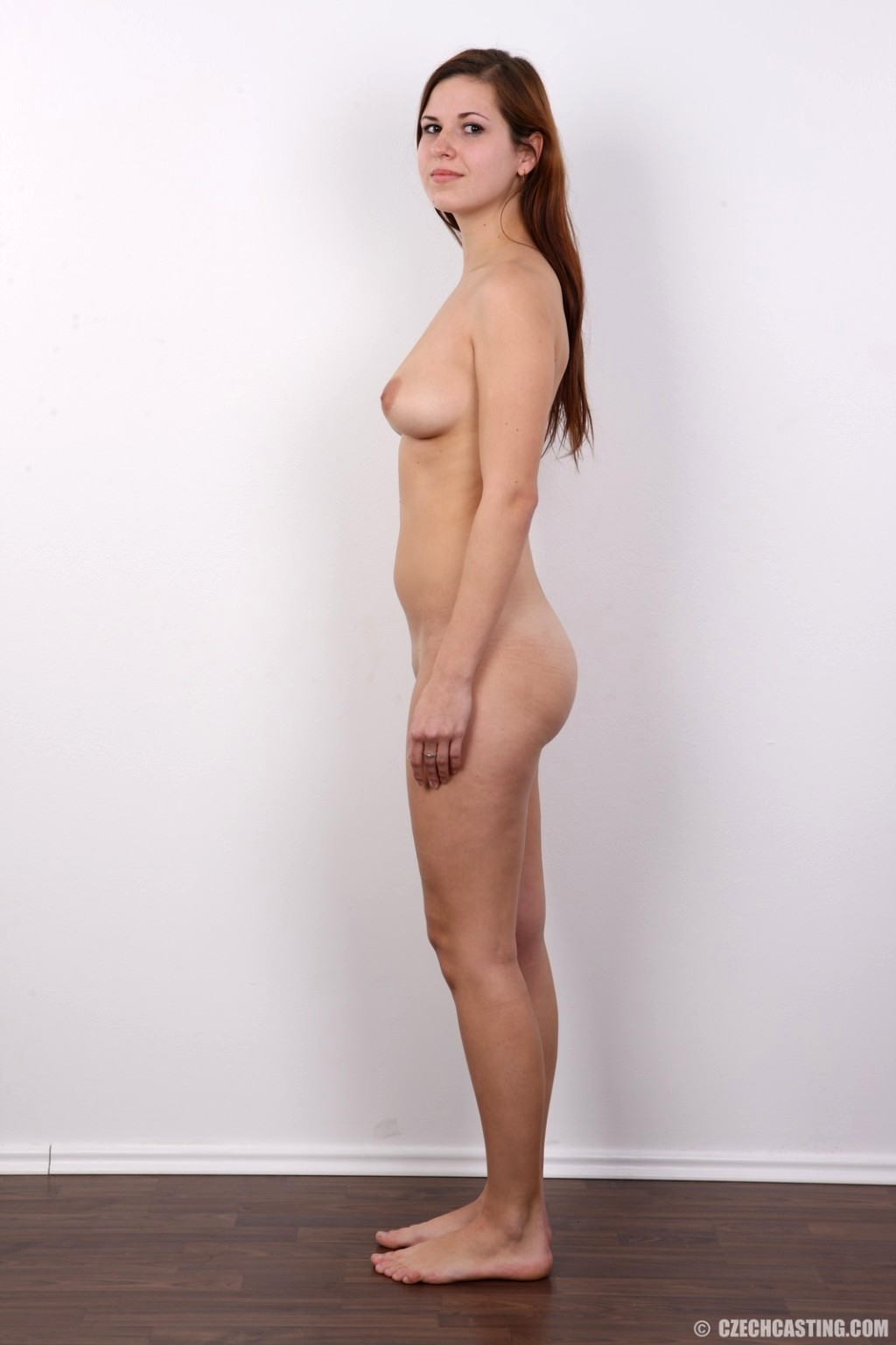 casting pose nude girls