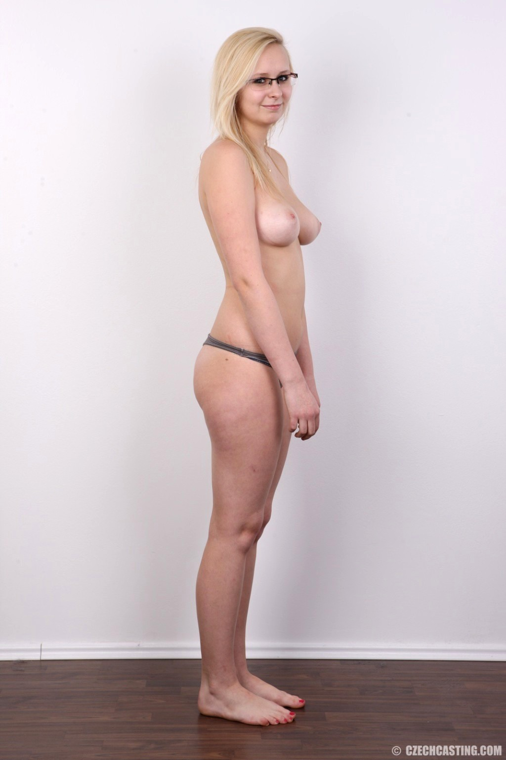naked mile blonde butt