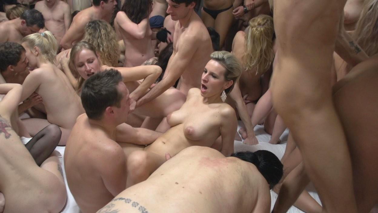 zrelaya-masturbiruet-doma