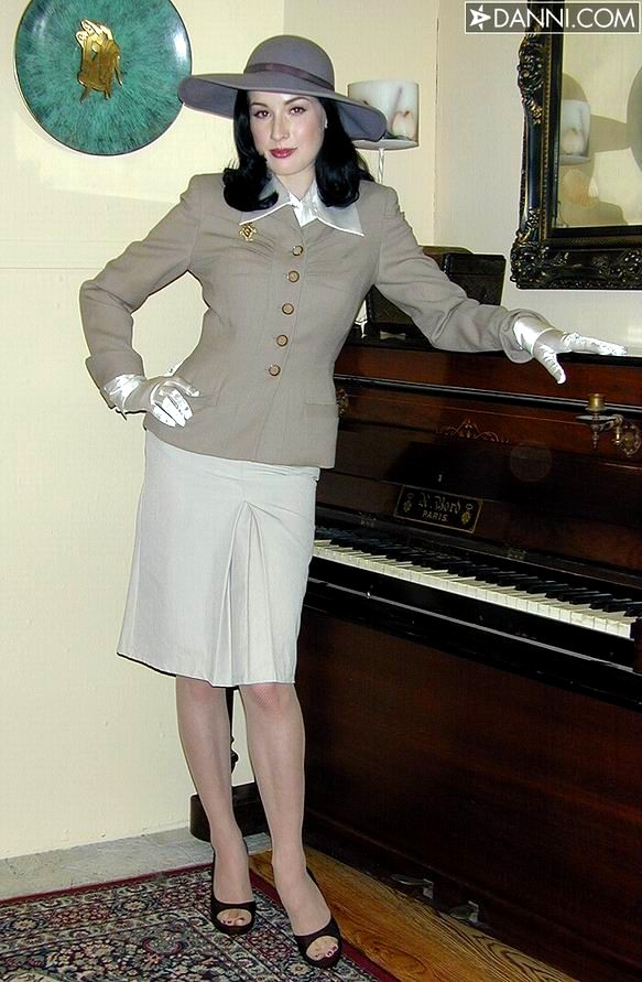 Andie Valentino - Sexy Brunette Spreading Legs - Glamour