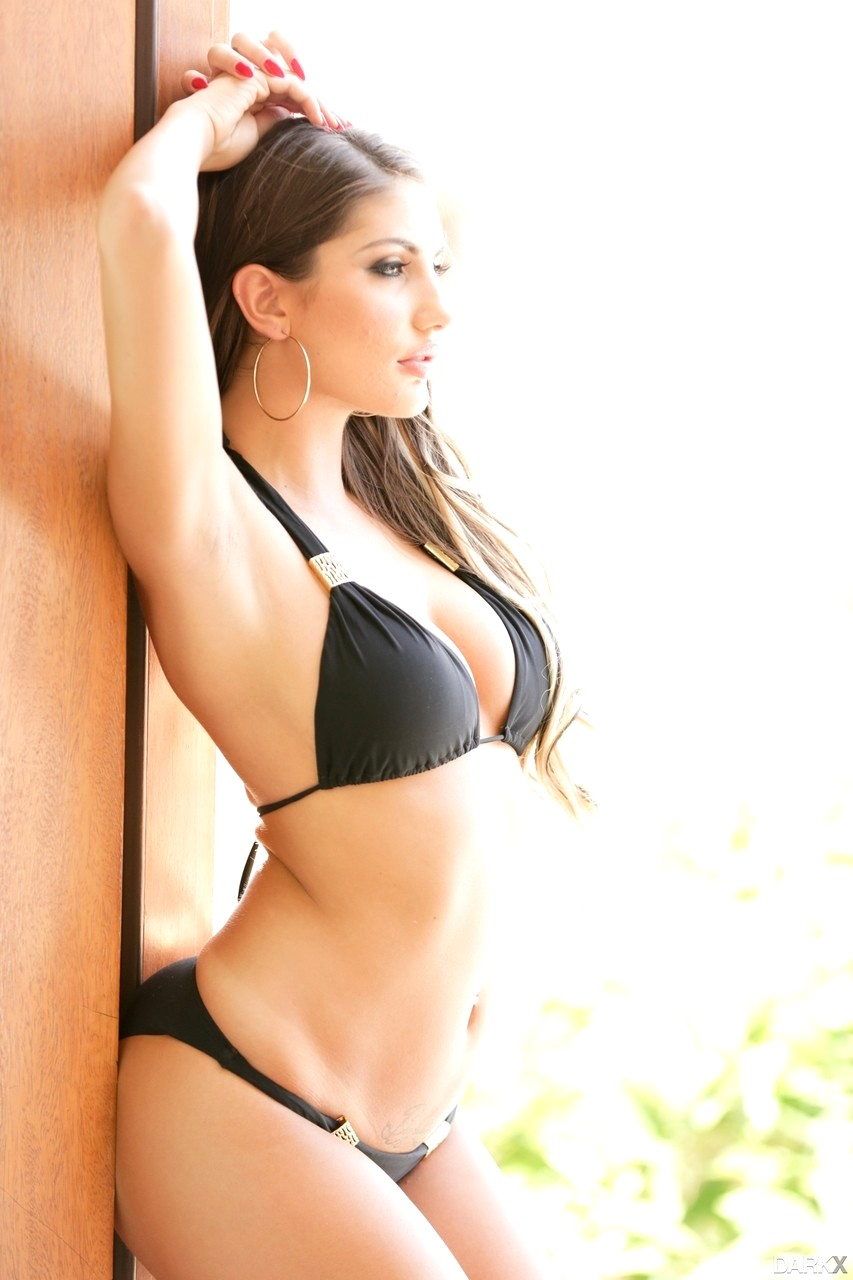 August ames rouge