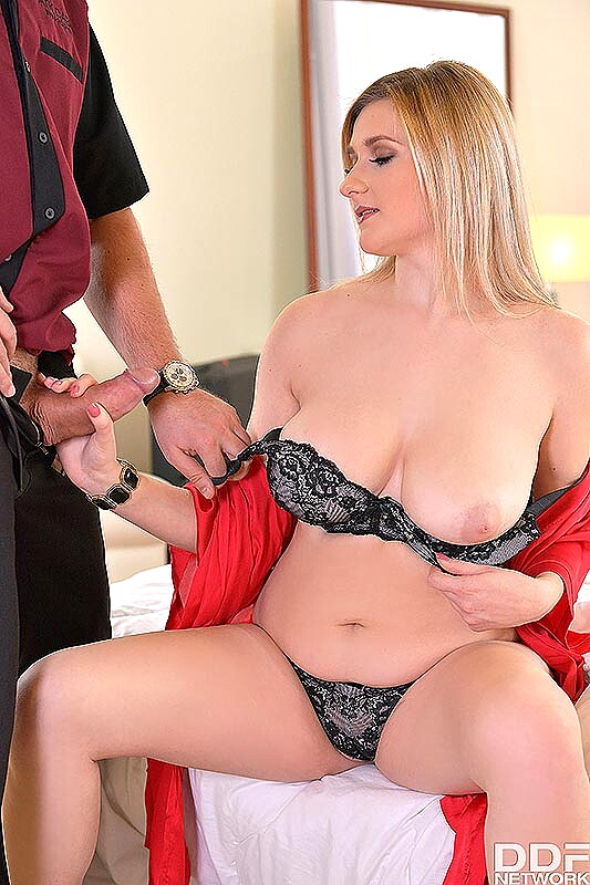 Busty blonde lingerie spreading shirts porn galleries
