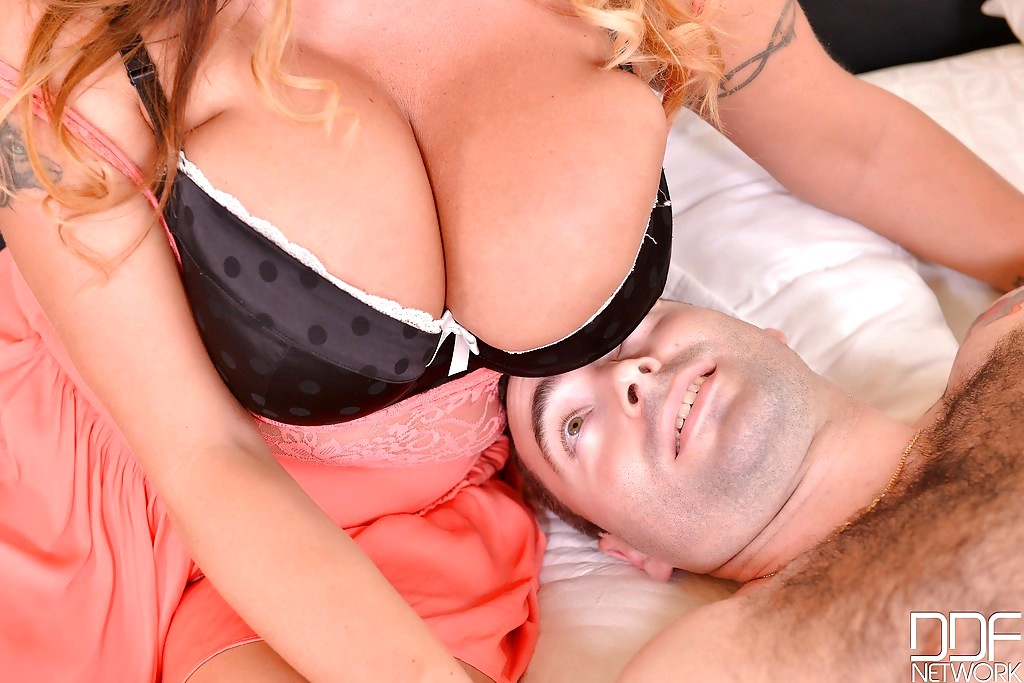Britney spears threesome video