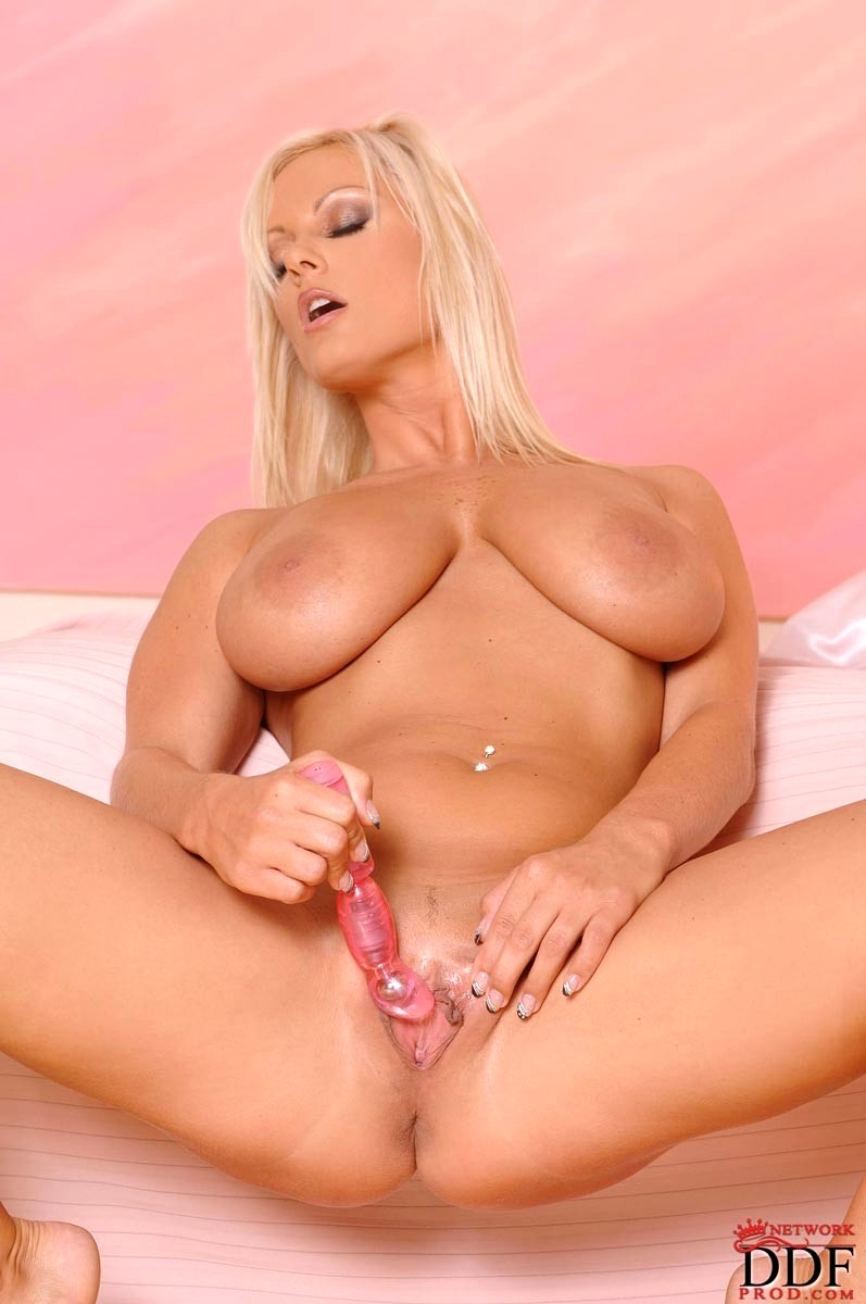 Euro blonde puma swede in all girl threesome 8