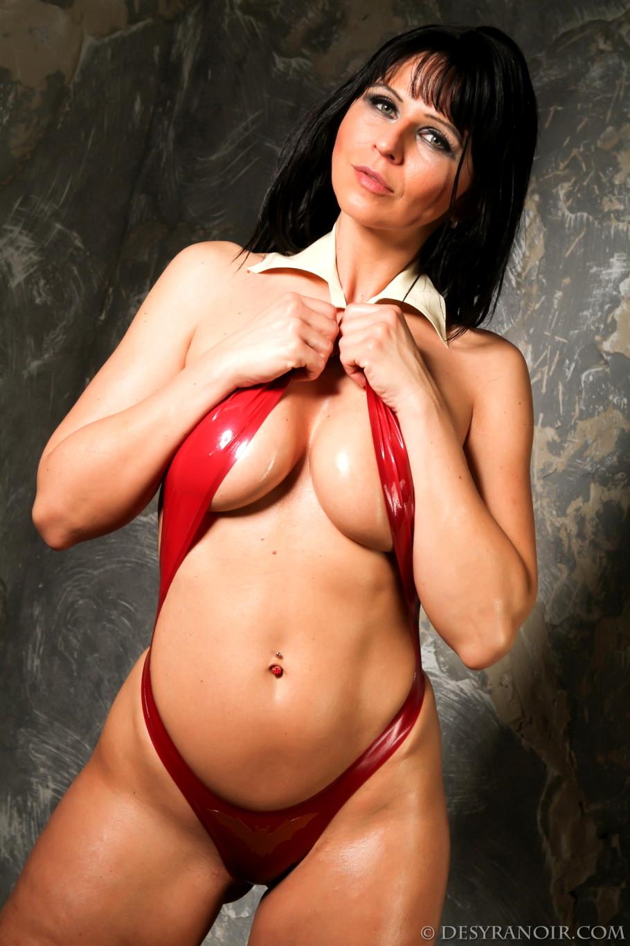 image Brunette milf kirsten price puts a dildo in her ass