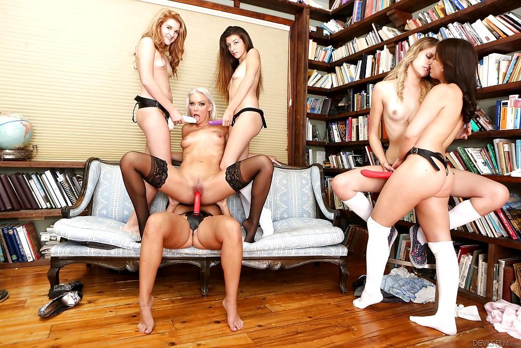 Лесбиянки со страпонами вечеринки, красивое кино с интимом