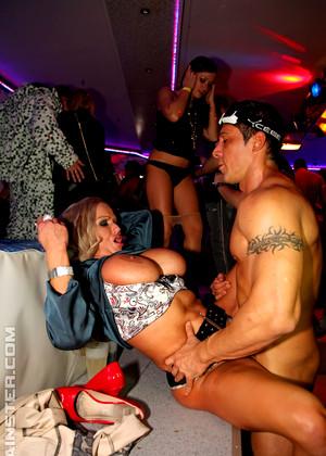 Порно фото секс в ночном клубе 82639 фотография