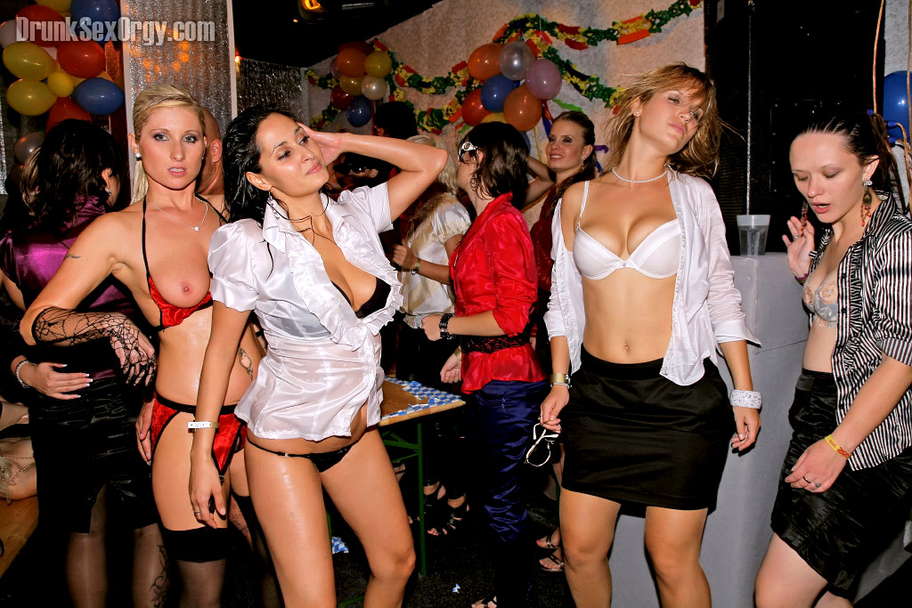 Porn stars throw a orgy