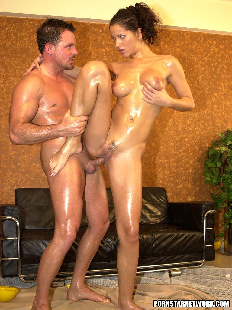rabecca romijn stamos srxy nude pics