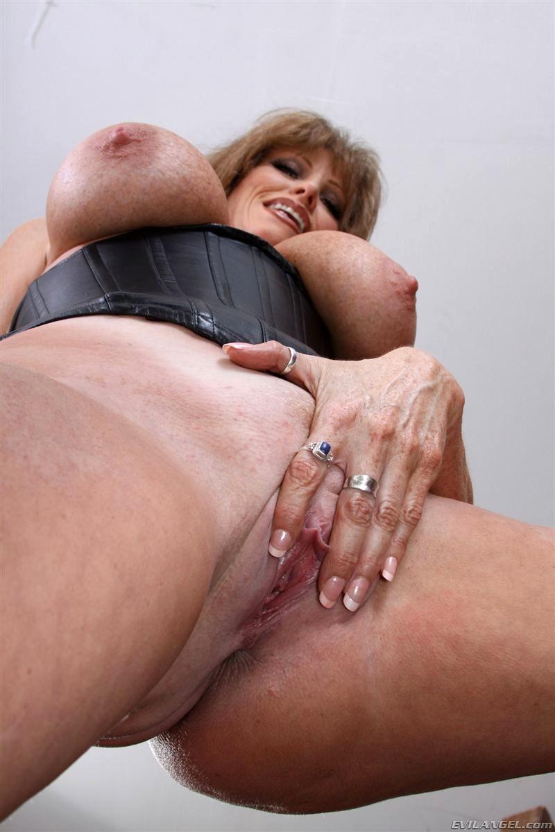 Mandy flores gets her ass eaten