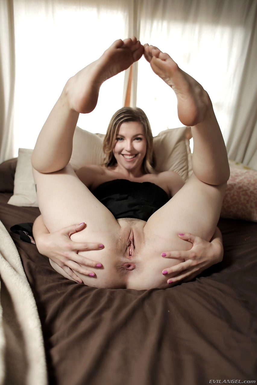 Can Bare Feet spread Pussy porn just