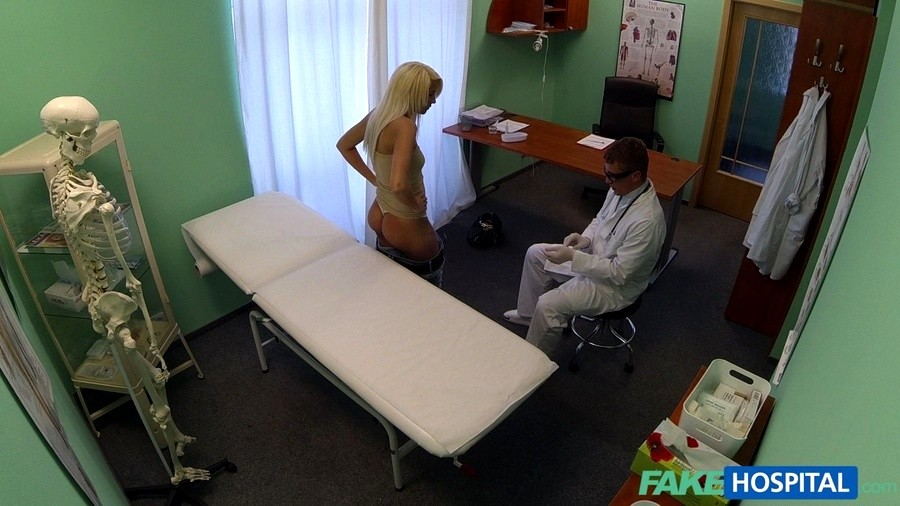 Fakehospital doctors recommendation has sexy blonde paying t 2