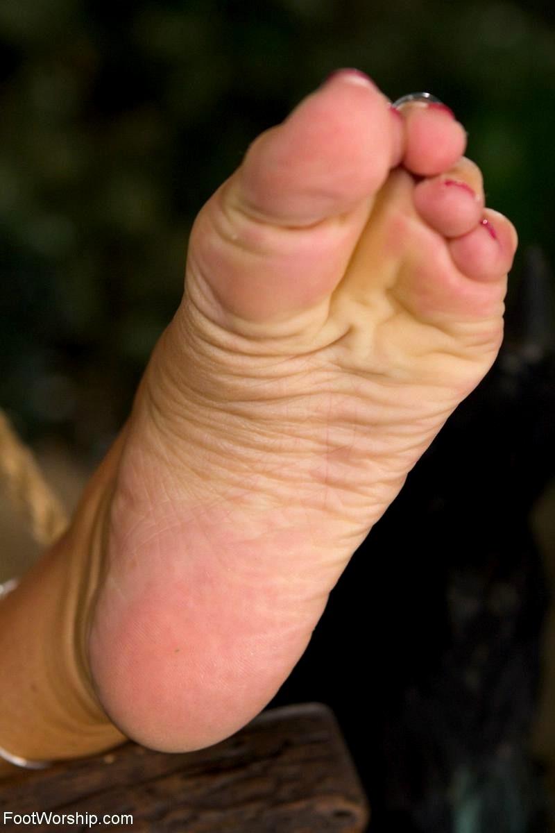 Feet worship pics