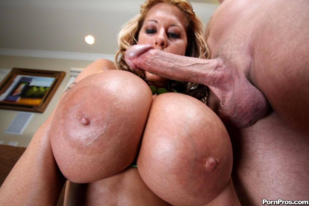 порно онлайн большие огромные сиськи