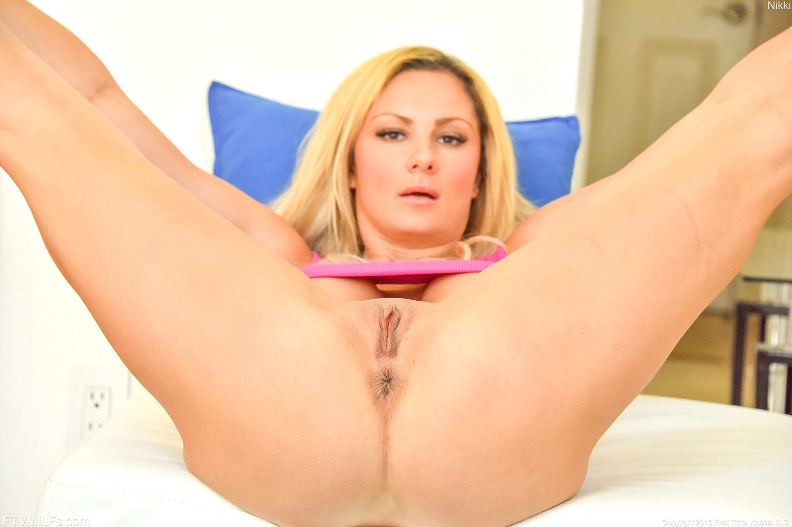 Dee has her shaved hole swallow a big rod in a rough sex outdoors 2