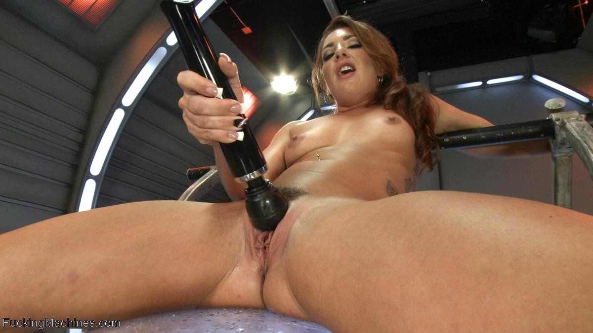Jenna Presley In Fuckingmachines Licking Up Her Squirt