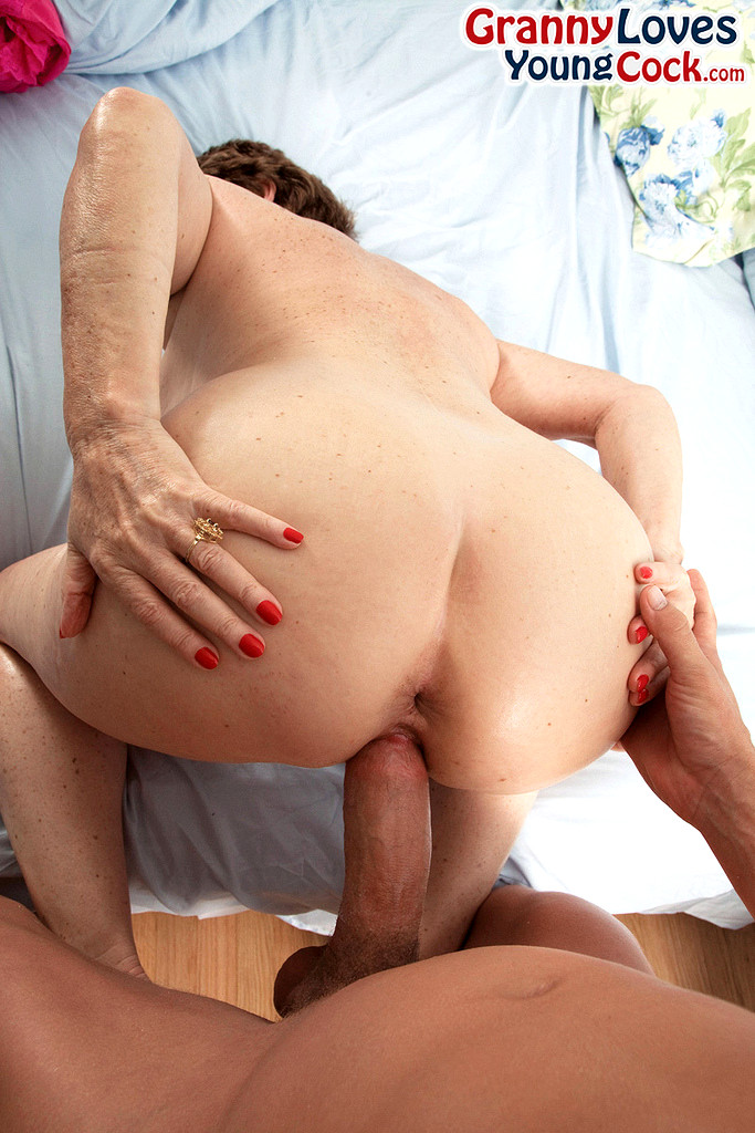 Cummins porn spread bea leg