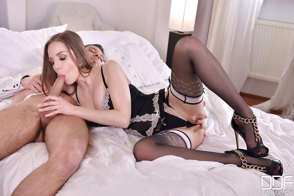 Смотреть секс с опытной женщиной в кружевном белье — img 13