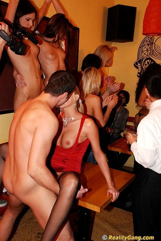 Фото закрытые секс вечеринки свингеров секс