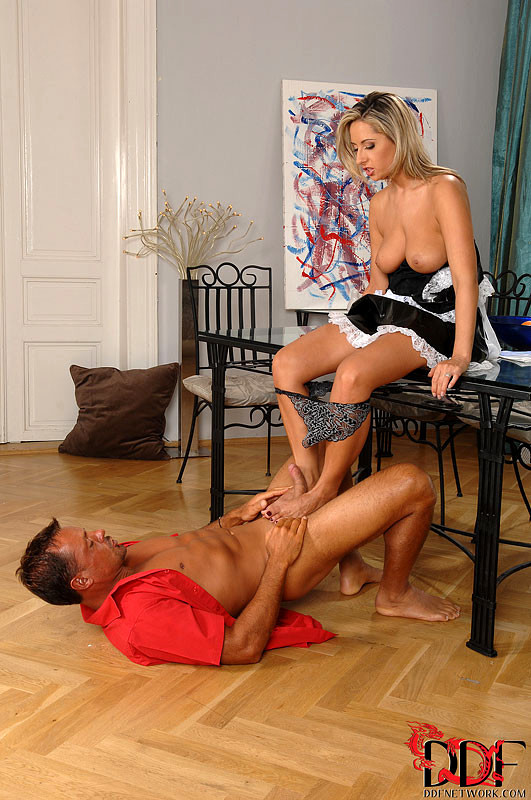 daria-glower-french-maid-nude-ex-gf-girls