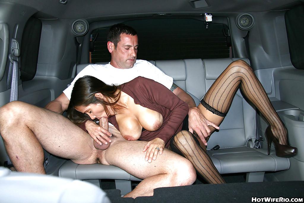 Как удобней делать минет в машине