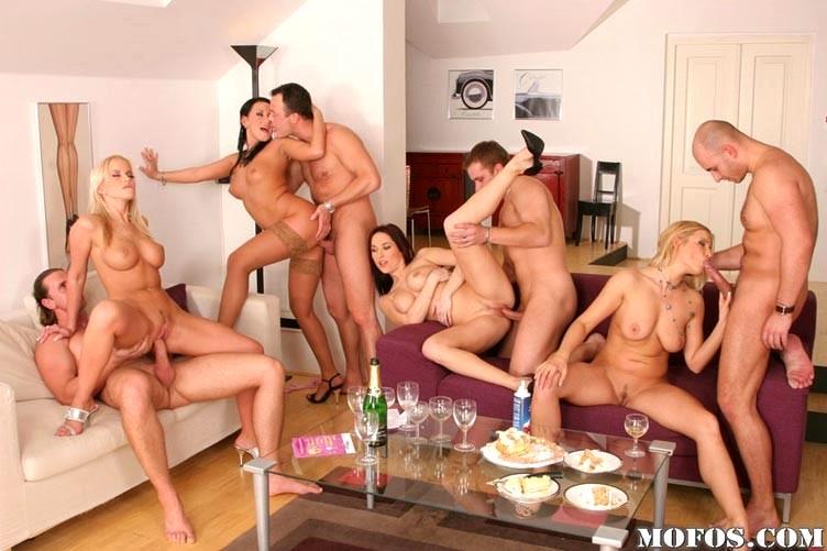 Фото групповуха на дне рождения, порно с тангой во время танца